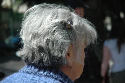 Taranto, da mesi picchiava l'anziana madre sulla sedia a rotelle: arrestato 39enne