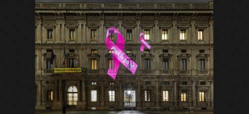 Tumori al seno, il rosa illumina Palazzo Marino e Palazzo Castiglioni