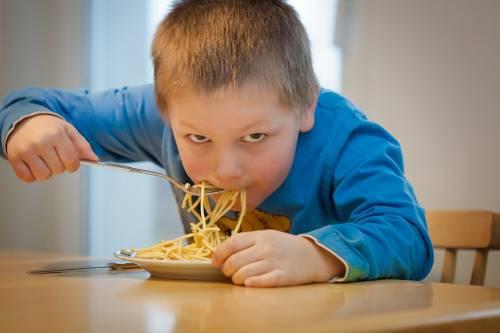 Italia, un bambino su tre è in sovrappeso o obeso. Record europeo