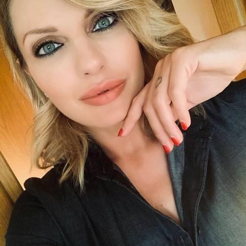Manila Nazzaro sensuale su Instagram 12