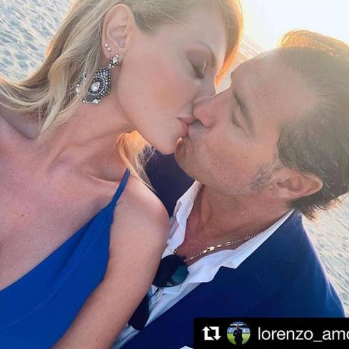 Manila Nazzaro compie gli anni e manda un messaggio al suo Lorenzo