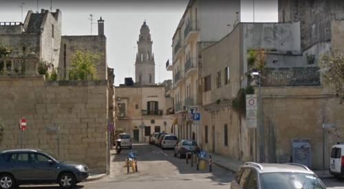 Giallo a Lecce, ciclista trovato morto accanto alla sua bici