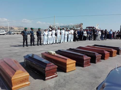 Arrivate a Porto Empedocle le salme delle vittime di Lampedusa  3
