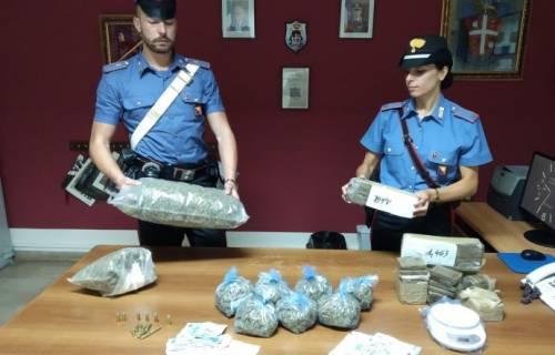 In casa oltre 10 chili di droga e munizioni: arrestata coppia di coniugi