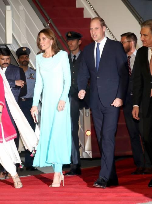 Kate e William sbarcano in Pakistan, la Duchessa incanta 2
