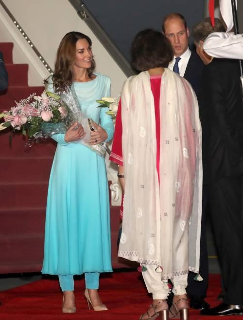 Kate e William sbarcano in Pakistan, la Duchessa incanta 3