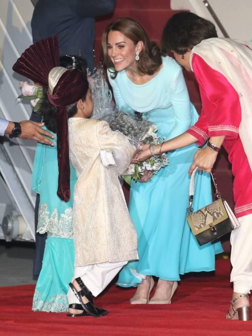 Kate e William sbarcano in Pakistan, la Duchessa incanta 4