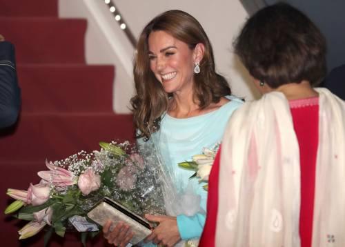 Kate e William sbarcano in Pakistan, la Duchessa incanta 7