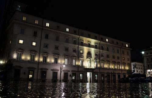 """Manovra, una notte di tensioni: il sì (all'alba) è """"salvo intese"""""""
