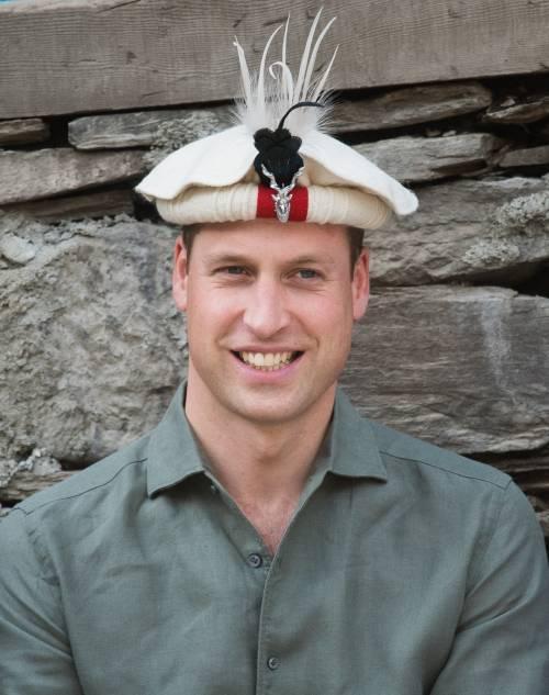William e Kate indossano i copricapi tradizionali visitando il Chitral 5
