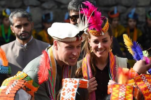 William e Kate indossano i copricapi tradizionali visitando il Chitral 8