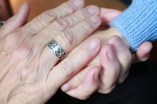 """""""Ho salvato nonna che soffocava"""". Il coraggio di Marta a soli 12 anni"""