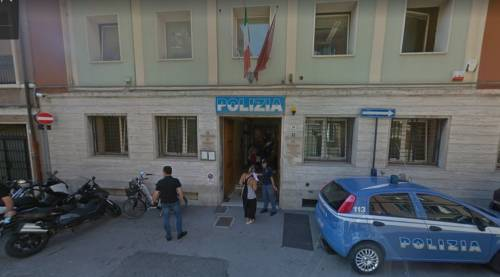 Rimini, niente permesso di soggiorno: guineano aggredisce agenti