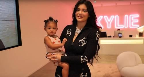 Kylie Jenner fa affari grazie alla sua versione di Rise and Shine di Ariana Grande