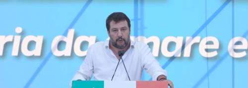 """Migranti, Salvini: """"Bellanova li vuole nei campi come gli schiavi Usa"""""""