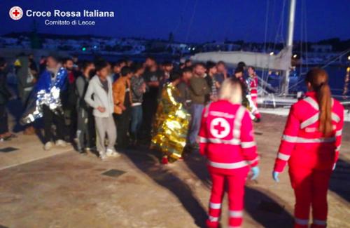 A Leuca sbarcano 50 migranti 3