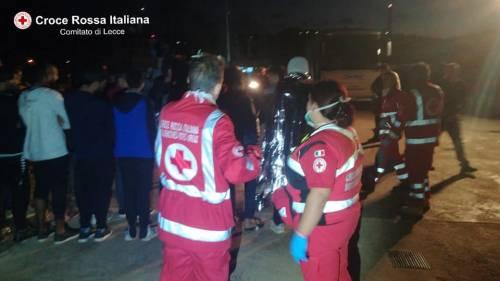 A Leuca sbarcano 50 migranti 4