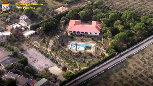 """Sequestrata la mega-villa al """"re"""" del calcestruzzo, con spa e bosco privato"""