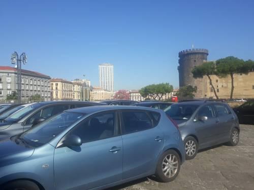 Scempio a Palazzo Reale: cortili trasformati in parcheggi 3