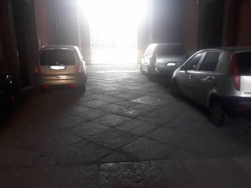 Scempio a Palazzo Reale: cortili trasformati in parcheggi 4
