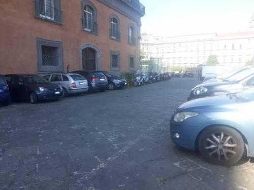 Scempio a Palazzo Reale: cortili trasformati in parcheggi 5