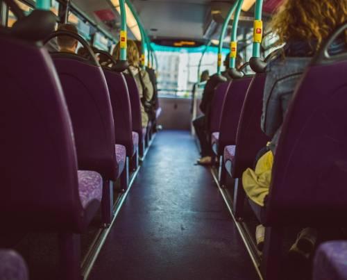 Mantova, aggredisce autista bus con un bastone: fermato senegalese