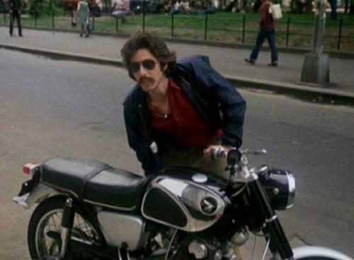 Al Pacino in Serpico monta in sella a una Honda CB 77