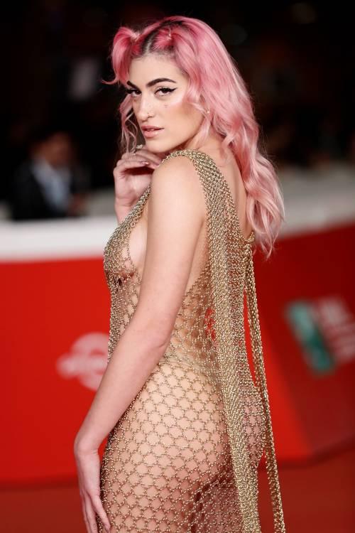 Roshelle stupisce al Roma Film Fest con un abito a rete con nulla sotto