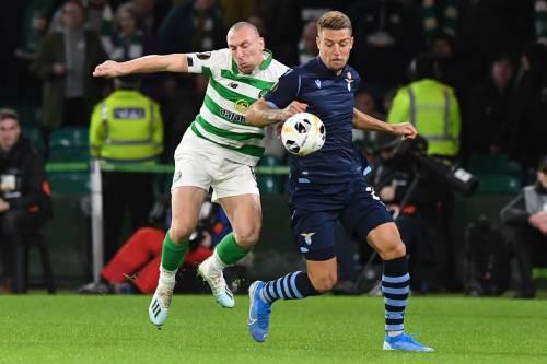 Europa League, la Lazio perde 2-1 contro il Celtic. La Roma fa 1-1 e si infuria con l'arbitro
