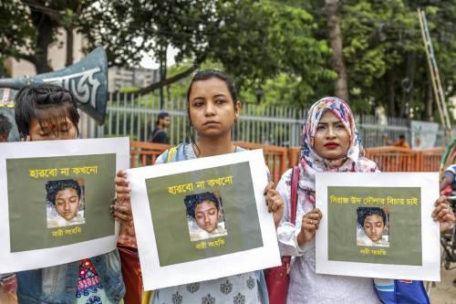Nusrat denunciò gli abusi e fu arsa viva. La sentenza: 16 condannati a morte