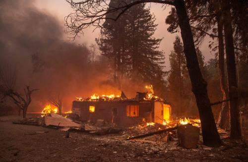 Inferno di fuoco in California 11