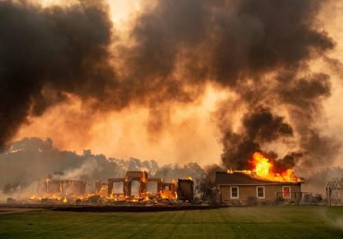 Inferno di fuoco in California 5