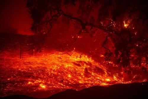 Inferno di fuoco in California 10