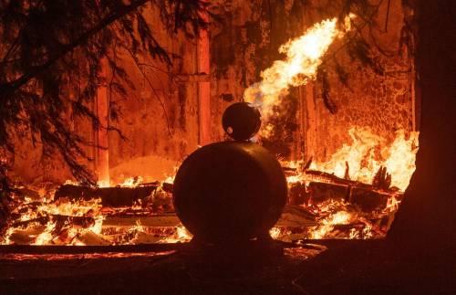 Inferno di fuoco in California 12