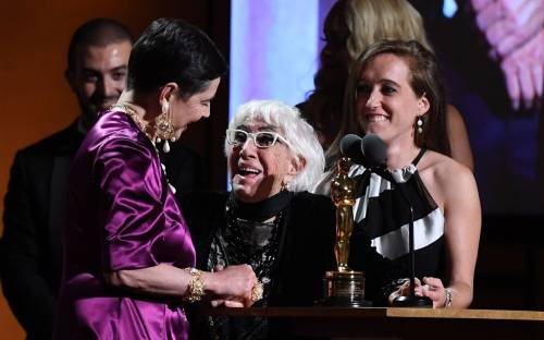 """Lina Wertmuller ha ricevuto l'Oscar ma lei  scherza: """"Perché Oscar? Chiamiamolo Anna"""""""