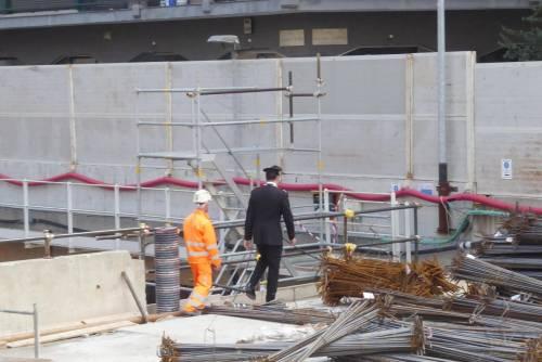 Operaio cade nel vuoto nel cantiere della metro 4: è grave
