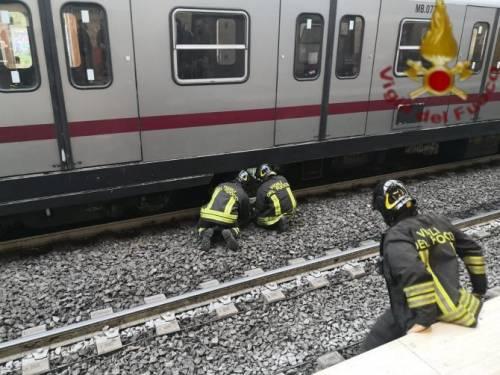 Uomo investito da un treno a Garbatella, Metro B bloccata