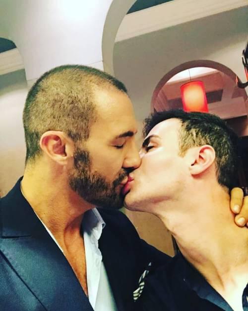 """Angelo Sanzio si è fidanzato: """"Sei l'infinito"""""""