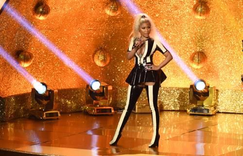 Nicki Minaj esplosiva vestita da Harley Quinn