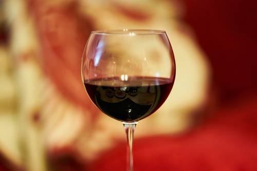 Alzheimer, in una molecola del vino rosso la chiave per prevenirlo