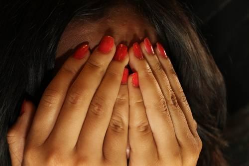 Salerno, picchia la madre e la compagna per 2 euro: denunciato 48enne