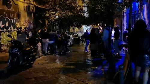 Napoli, nelle notti di piazza Bellini 2