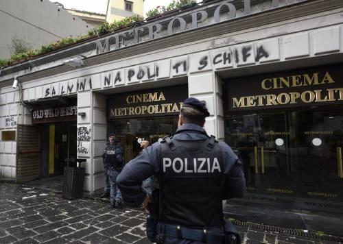 Scritte contro Salvini a Napoli 5