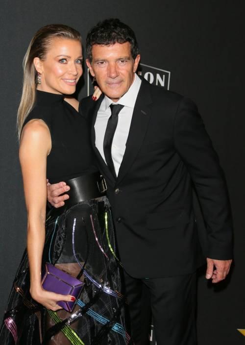 """Antonio Banderas riceve l'Awards da  Dakota Johnson: """"Lui ha illuminato la mia vita"""""""