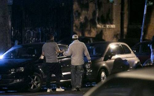 """Sfigura il volto di un automobilista che non paga il """"pizzo"""": arrestato parcheggiatore abusivo"""