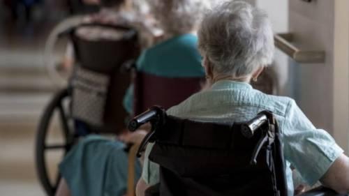Anziani picchiati e umiliati: indagate due psichiatre