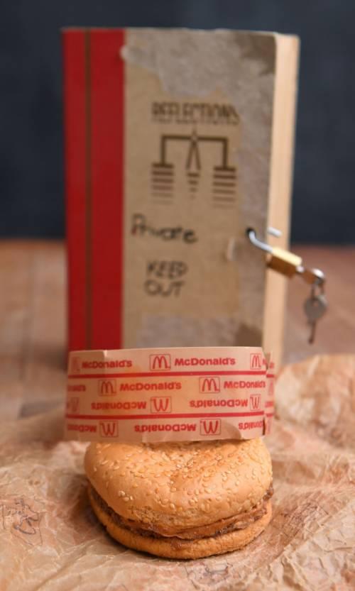 É rimasto intatto un panino del McDonald's acquistato nel 1995 2