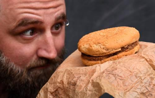 É rimasto intatto un panino del McDonald's acquistato nel 1995 3
