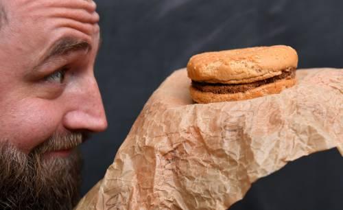 É rimasto intatto un panino del McDonald's acquistato nel 1995 4