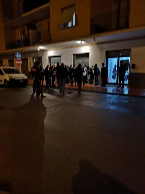 Treviglio, gli antifascisti bloccano l'accesso alla sede di Fdi
